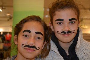 Veninde overskæg - Af Ansigtsmaler
